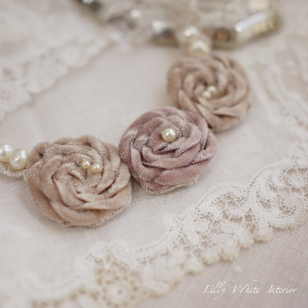 Velvet Roses and Linen Lace Necklace with beautiful pearls