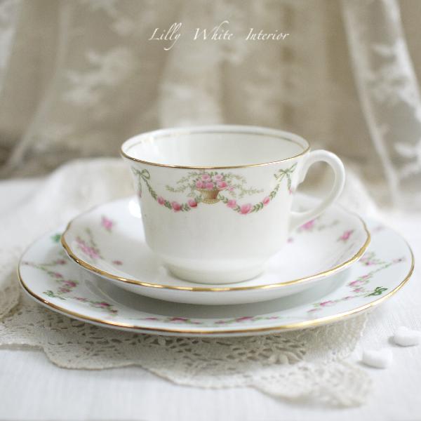 英国ヴィンテージ Aynsley, Royal Osborne & Crown Staffordshire グリーンのリボンと薔薇のヴィンテージトリオ