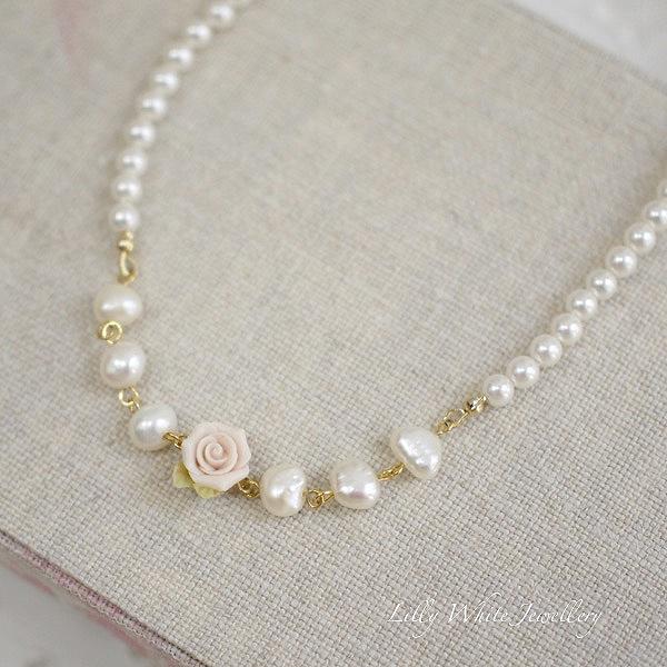 Laura*ピンクのバラと淡水パールのネックレス・リリィホワイトジュエリー